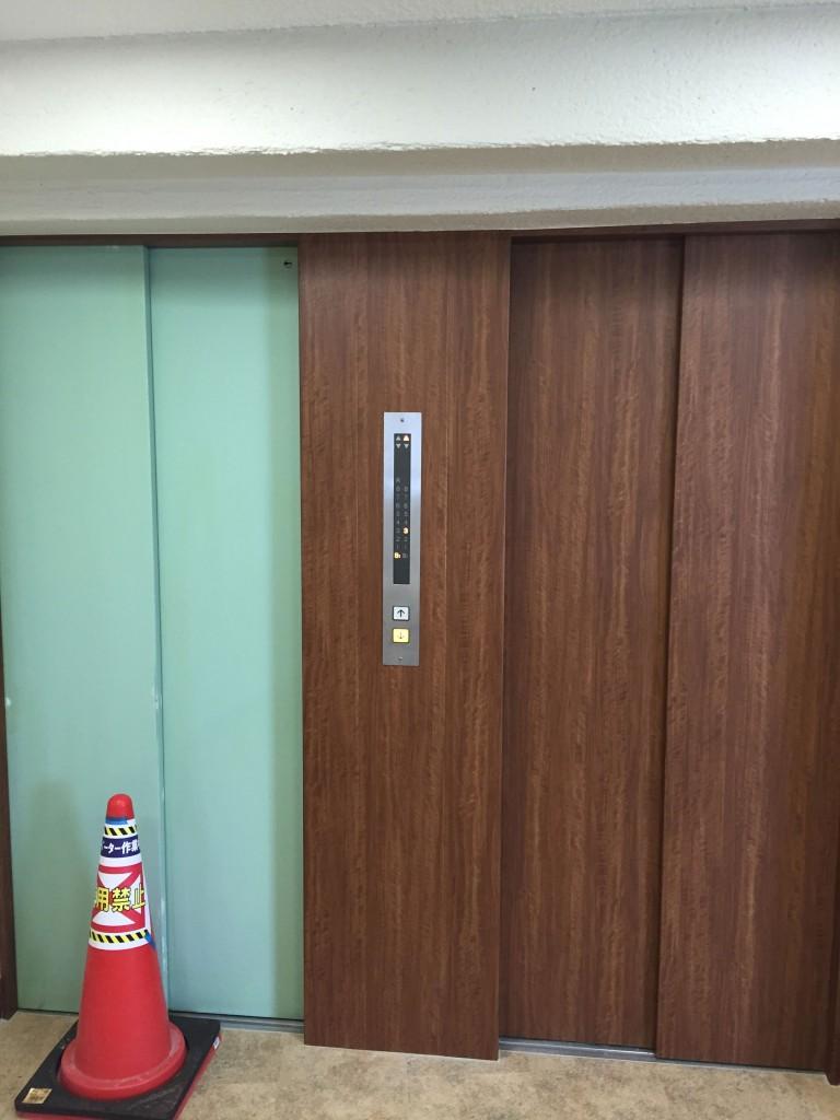 マンションエレベーター ダイノック工事